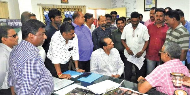 Sardinha inspects Margao rail station, to take up issues with Goyal