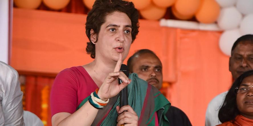 योगी सरकार पर भड़कीं प्रियंका, बोलीं- पूरा महकमा चिन्मयानंद को बचाने में लगा था