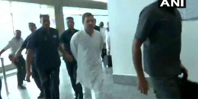 जम्मू-कश्मीर: विपक्षी नेताओं के प्रतिनिधिमंडल को किसी से भी नहीं मिलने दिया गया, पुलिस ने जबरन भेजा वापस