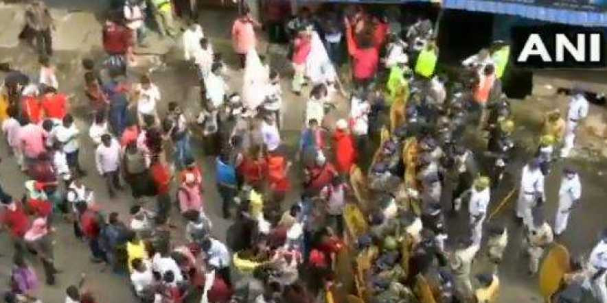 Left Wing Holds a Protest Against Mamata Govt Over the Issue of Unemployment