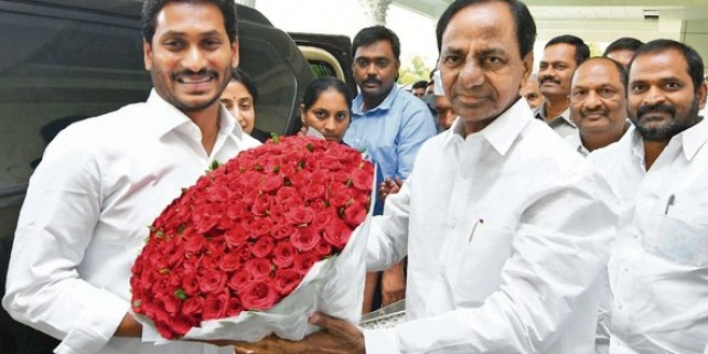 With KCR's latest invitation to Jagan, Andhra,Telangana come even closer