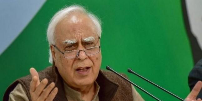 सिब्बल का आरोप, 'नोटबंदी के बाद 500-1000 के नोटों को बदलते थे BJP नेता और सरकारी अधिकारी'