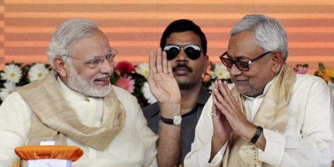 दो साल पहले पीएम मोदी के लिए चुनौती बने रहे नीतीश कुमार अब उन्हीं की कृपा पर निर्भर