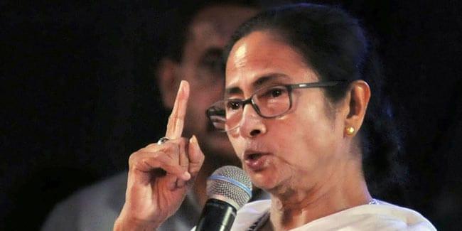 सोनभद्र नरसंहार : ममता बनर्जी ने भाजपा पर साधा निशाना, कहा- प्रियंका गांधी को रोक कर सही नहीं किया