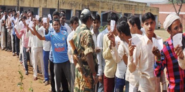 झारखंड चुनाव में पहले चरण के लिए मतदान शुरू, वोटिंग के बीच नक्सली हमला