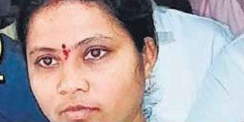 Telangana: MLA Harpriya attacked with stones for defecting to TRS
