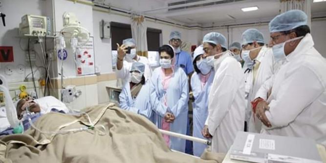 पूर्व CM बाबूलाल गौर की हालत चिंताजनक, हालचाल जानने अस्पताल पहुंचे कमलनाथ