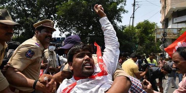 Students demand Minister's resignation over Inter fiasco