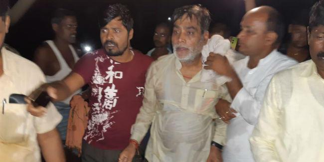 बाढ़ क्षेत्र का दौरा कर रहे पूर्व मंत्री रामकृपाल उफनती नदी में गिरे, हादसे में बाल-बाल बची जान