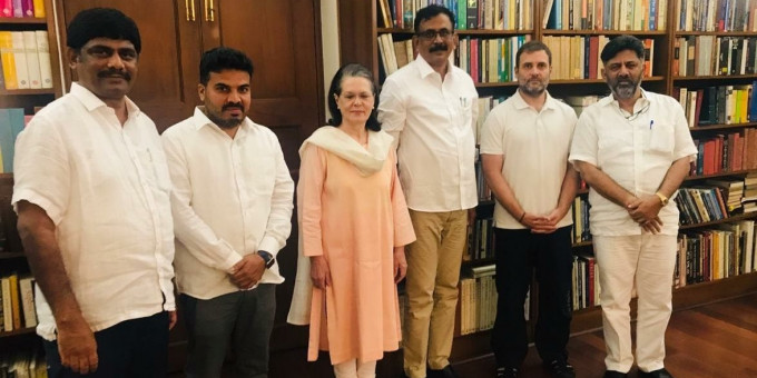 DK Shivakumar Meets Sonia Gandhi Thanks Her For Her Support