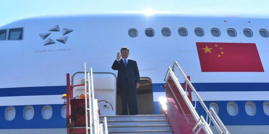 Chinese President Xi Jinping landed to Indian red-carpet