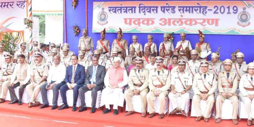 छत्तीसगढ़ के इन अफसरों को मिला पुलिस वीरता पदक, CM भूपेश बघेल ने किया सम्मानित