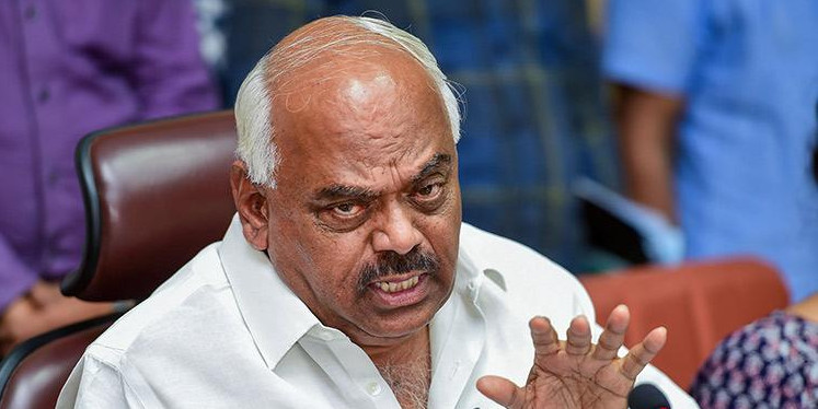 कर्नाटक: स्पीकर ने 14 बागियों को किया अयोग्य घोषित