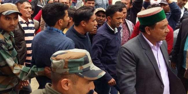 जनमंच में मंत्री सरवीण चौधरी और कांग्रेस विधायक में बहस