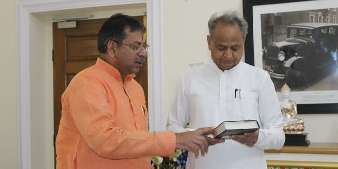 सीएम गहलोत ने भाजपा प्रदेशाध्यक्ष सतीश पूनिया को कहा नया मुल्ला; बोले, इसीलिए जोर से बांग दे रहे