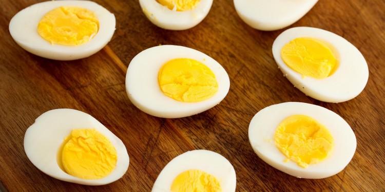 छत्तीसगढ़ के सरकारी स्कूलों में मिड-डे मील में अंडा परोसे जाने को लेकर मचा है घमासान