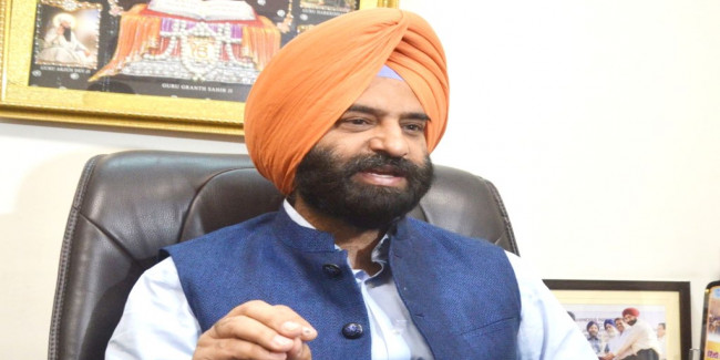दिल्ली के विधायक ने किसे कहा नशेड़ी, बॉलीवुड से जुड़ा कनेक्शन, कांग्रेस नेता ने भी किया ट्वीट