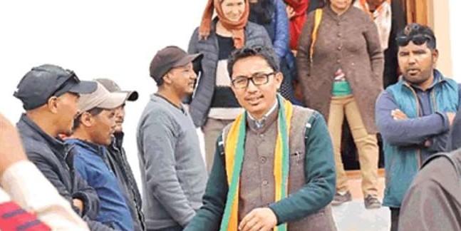कांग्रेस को पीछे छोड़ लद्दाख में जोर लगा रही भाजपा, किरण रिजिजू लेह पहुंचे