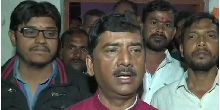 भरी सभा में MLA को जूतों से पीटना पड़ा महंगा BJP ने काटा शरद त्रिपाठी का टिकट