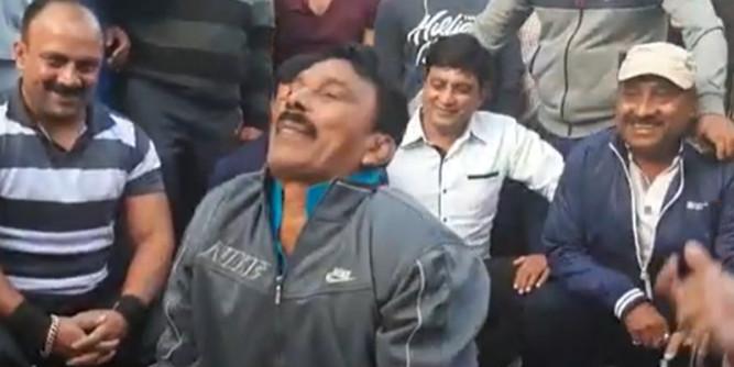 सीएम कमलनाथ के जन्मदिन पर मंत्री तुलसी सिलावट ने लगाए पुश-अप्स