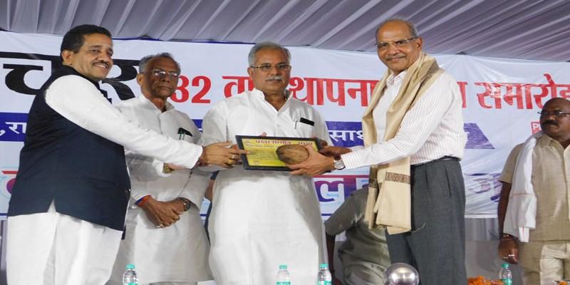 मुख्यमंत्री भूपेश बघेल ने किया अखिल भारतीय कवि सम्मेलन में शिरकत