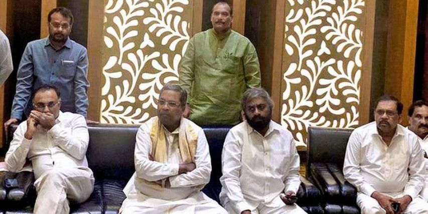 JD(S), Congress leaders discuss possibility of leadership change to save government