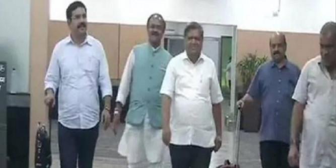 दिल्ली पहुंचे कर्नाटक BJP के नेता, आज अमित शाह और जेपी नड्डा से करेंगे मुलाकात