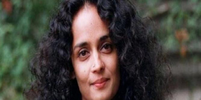पाकिस्तान के बारे में ये बात कह कर ट्रोल हुईं लेखिका अरुंधति रॉय