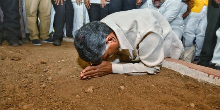 Chandrababu Naidu begins 'Chalo Amaravati', stones pelted at convoy