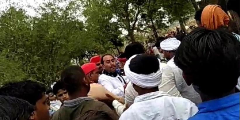 आजमगढ़ में वोटरों को धमकाना पड़ा भारी, सपा के पूर्व विधायक सहित 73 लोगों पर केस दर्ज