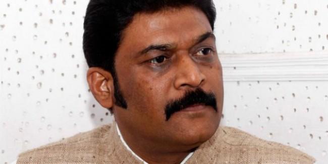 कर्नाटक में कांग्रेस को लगा झटका, दिग्गज विधायक आनंद सिंह ने दिया इस्तीफा
