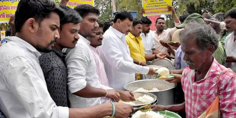 Former MLA protests against closure of Anna Canteens