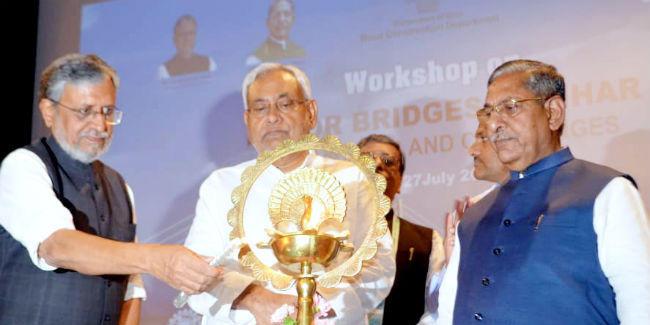 पुल का डिजाइन नदी का निर्बाध बहाव और बाढ़ का प्रभाव कम करनेवाला हो : सुशील मोदी