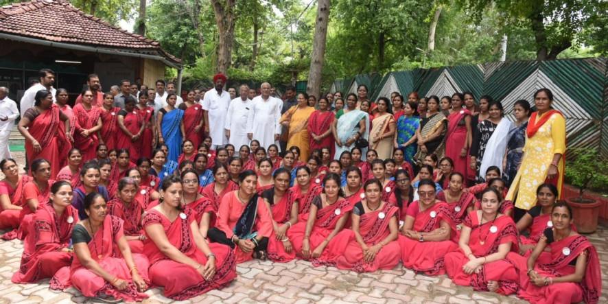 मुख्यमंत्री से आंगनबाड़ी कार्यकर्ताओं और सहायिकाओं के प्रतिनिधि मंडल ने की मुलाकात