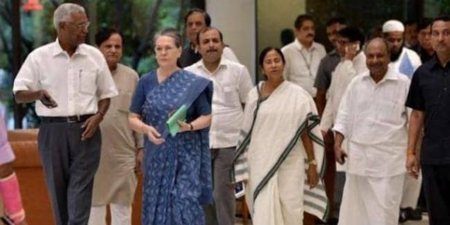 मोदी को रोकने के लिए चुनाव नतीजों से पहले एक्टिव हुईं सोनिया गांधी, विपक्षी नेताओं को किया फोन