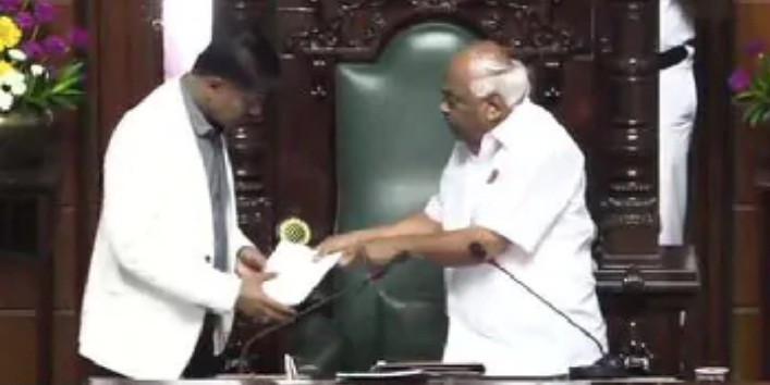 कर्नाटक : स्पीकर रमेश कुमार ने दिया इस्तीफा