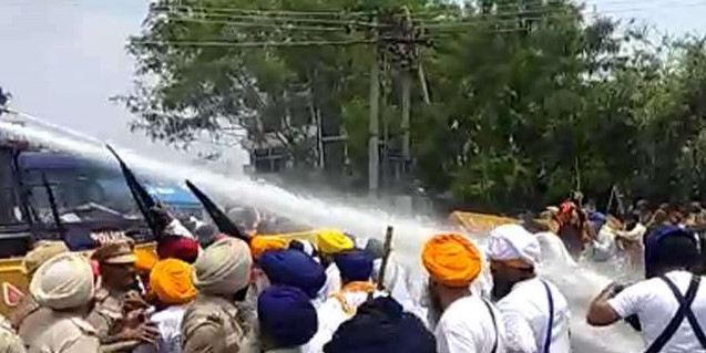 CBI Closure Report को लेकर चंडीगढ़ में दाखिल हो रहे सिखों पर लाठीचार्ज, कई की पगड़ियां उछली