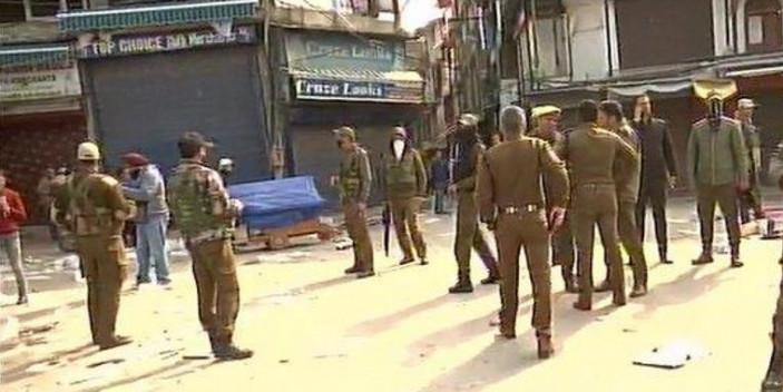 15 injured after grenade attack in Srinagar market