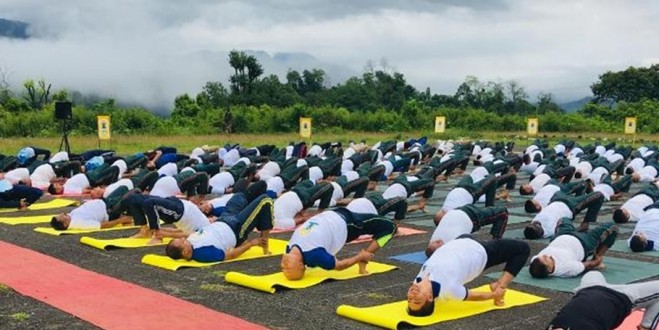 Gujarat: Indian Army troops perform yoga in Bhuj