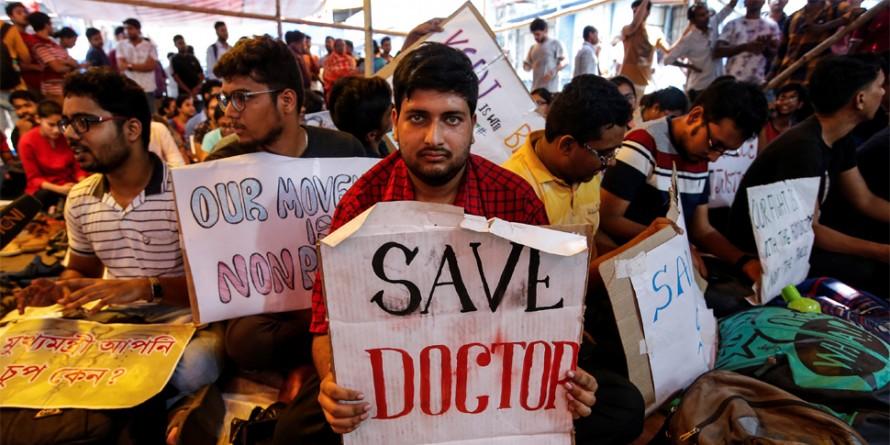एम्स समेत दिल्ली के 18 अस्पतालों में आज भी हड़ताल, 10 हजार से ज्यादा डॉक्टर होंगे शामिल