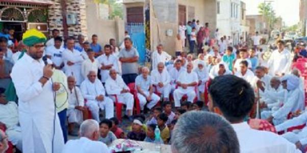 किसानों को परेशान कर रही सरकार : दिग्विजय चौटाला