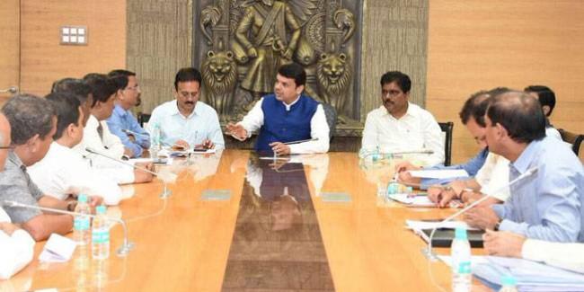 BJP विधायकों के साथ फडणवीस की बैठक, 118 MLA साथ होने का दावा