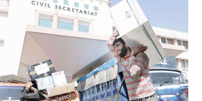 Jammu Kashmir: सचिवालय से 67 साल बाद उतारा गया राज्य का झंडा, तिरंगा फहराया