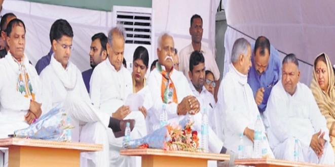 मुख्यमंत्री गहलोत ने कहा- इंदिरा ने पाक के टुकड़े किए, सेना पर राजनीति नहीं की