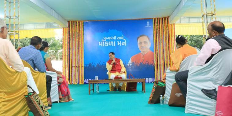 Teachers discuss their problems at 'Mokla Mane' interaction with CM