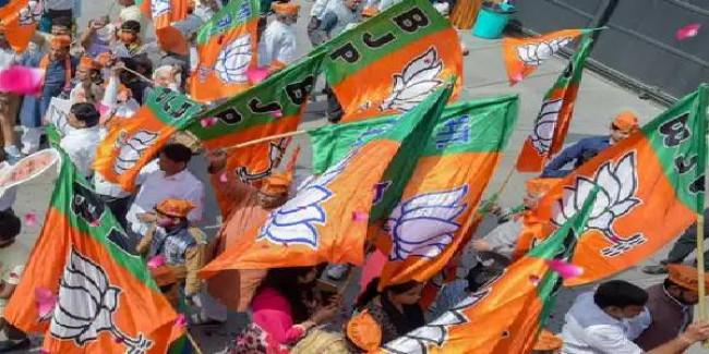 समाजवादी पार्टी के पूर्व सांसद संजय सेठ और सुरेंद्र नागर BJP में शामिल