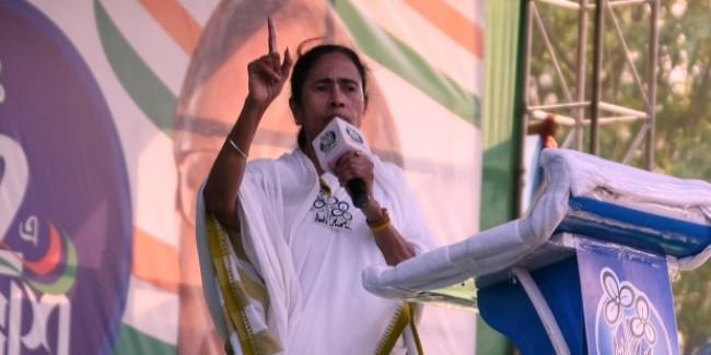 'जय श्री राम' के नारे पर भड़कीं ममता बनर्जी, कहा- कौन है, चमड़ी उधेड़ दूंगी, चीर दूंगी