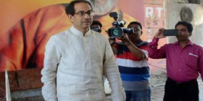 कोहिनूर इमारत मामला: राज ठाकरे के समर्थन में आए शिवसेना प्रमुख उद्धव ठाकरे
