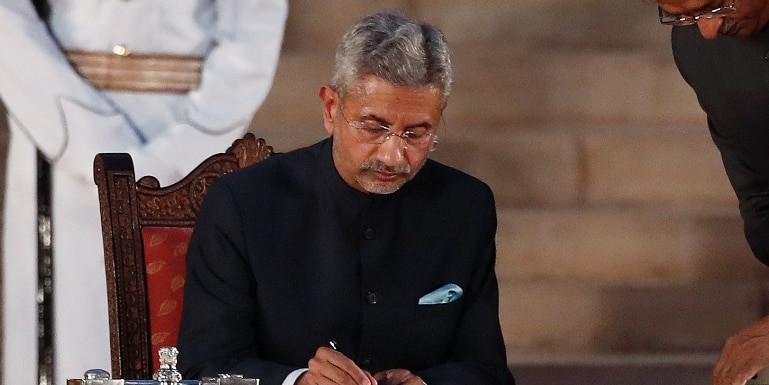 कुलभूषण के लिए लड़ाई जारी रहेगी: विदेश मंत्री