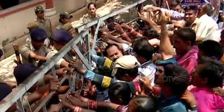 MLA Insults Official: Tribal Protesters Threaten To Gherao State Assembly